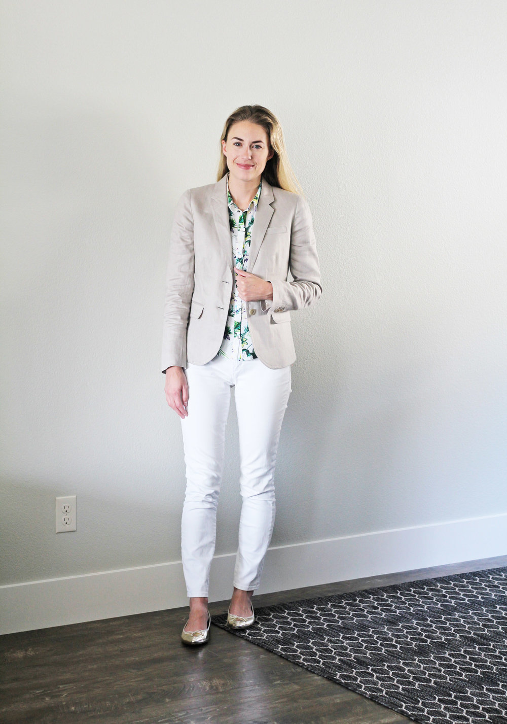 Work outfit with linen blazer and white denim — Cotton Cashmere Cat Hair