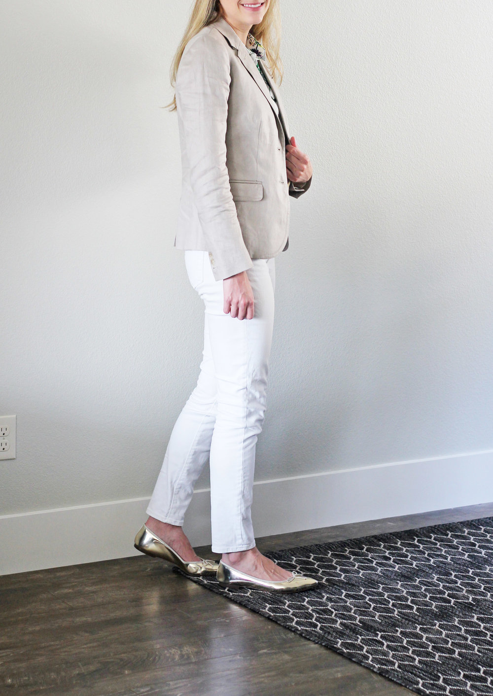 Summer work outfit with linen blazer, white denim, gold flats — Cotton Cashmere Cat Hair