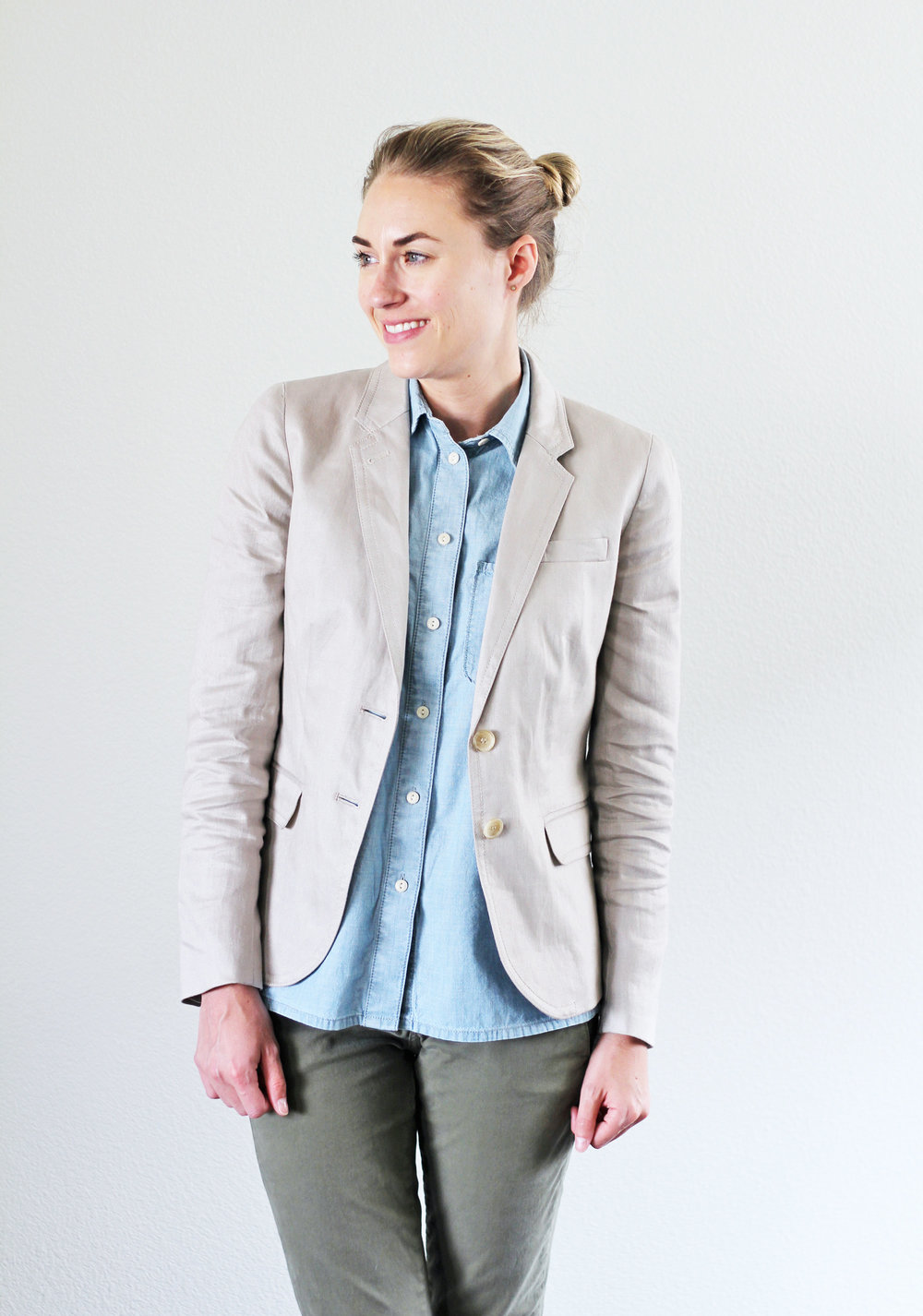 Linen blazer outfit with chambray shirt — Cotton Cashmere Cat Hair