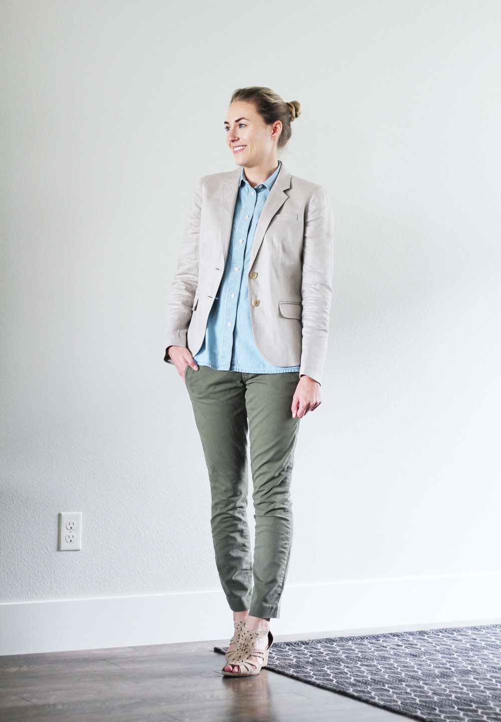 Linen blazer outfit with chambray shirt, green pants, beige sandals — Cotton Cashmere Cat Hair