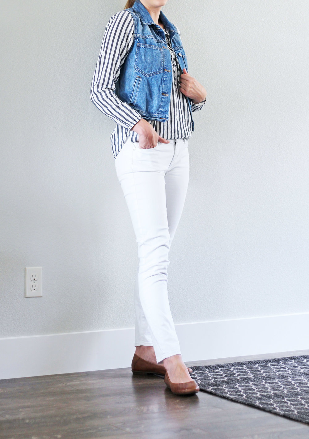Smart casual work outfit with white skinny jeans and denim vest — Cotton Cashmere Cat Hair