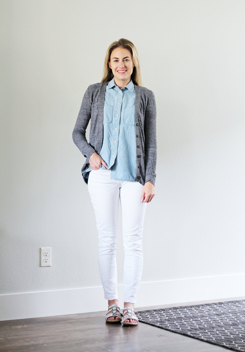 White skinny jeans outfit for work — Cotton Cashmere Cat Hair