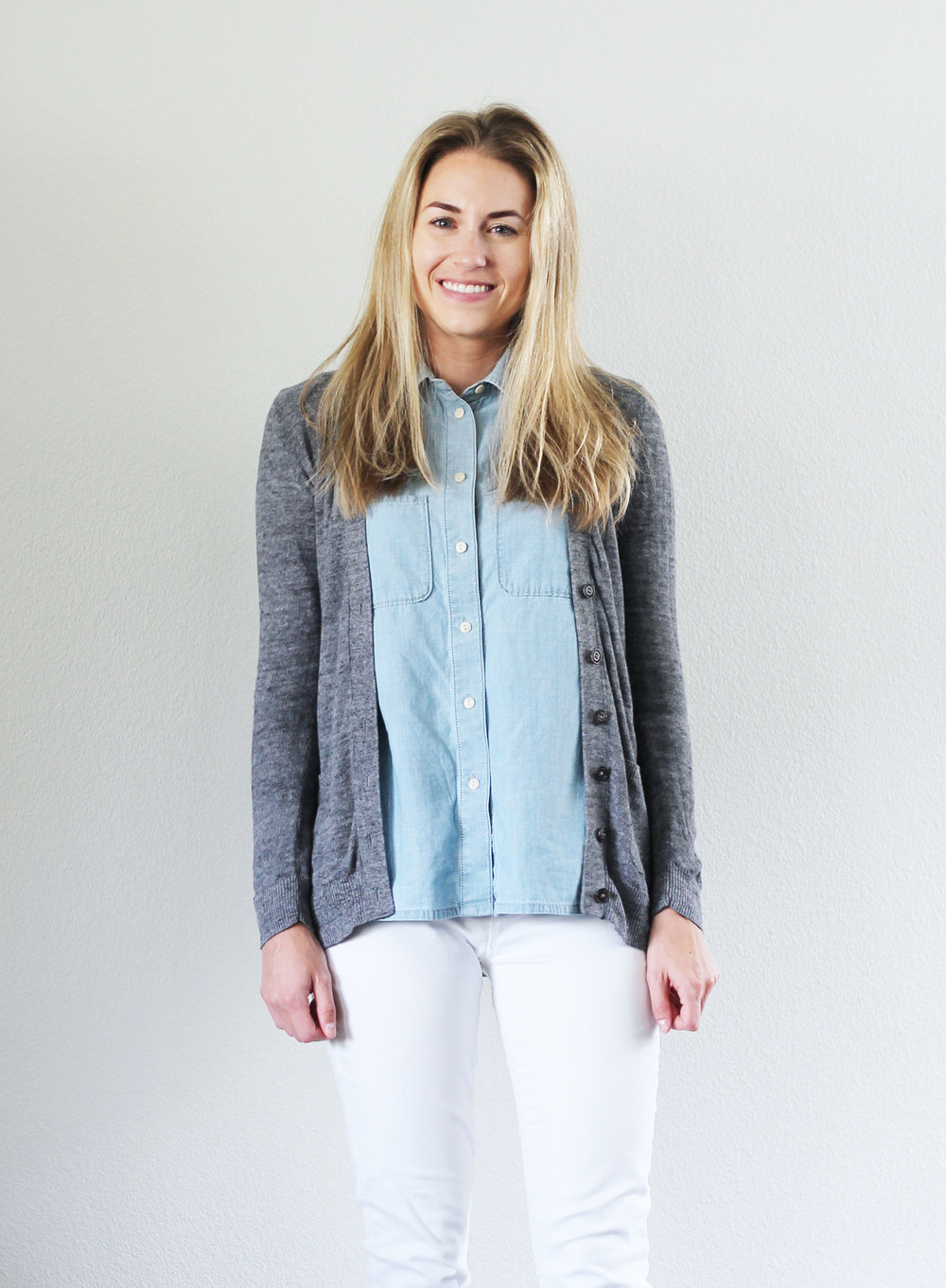 Sleeveless chambray shirt outfit with grey cardigan and white jeans — Cotton Cashmere Cat Hair
