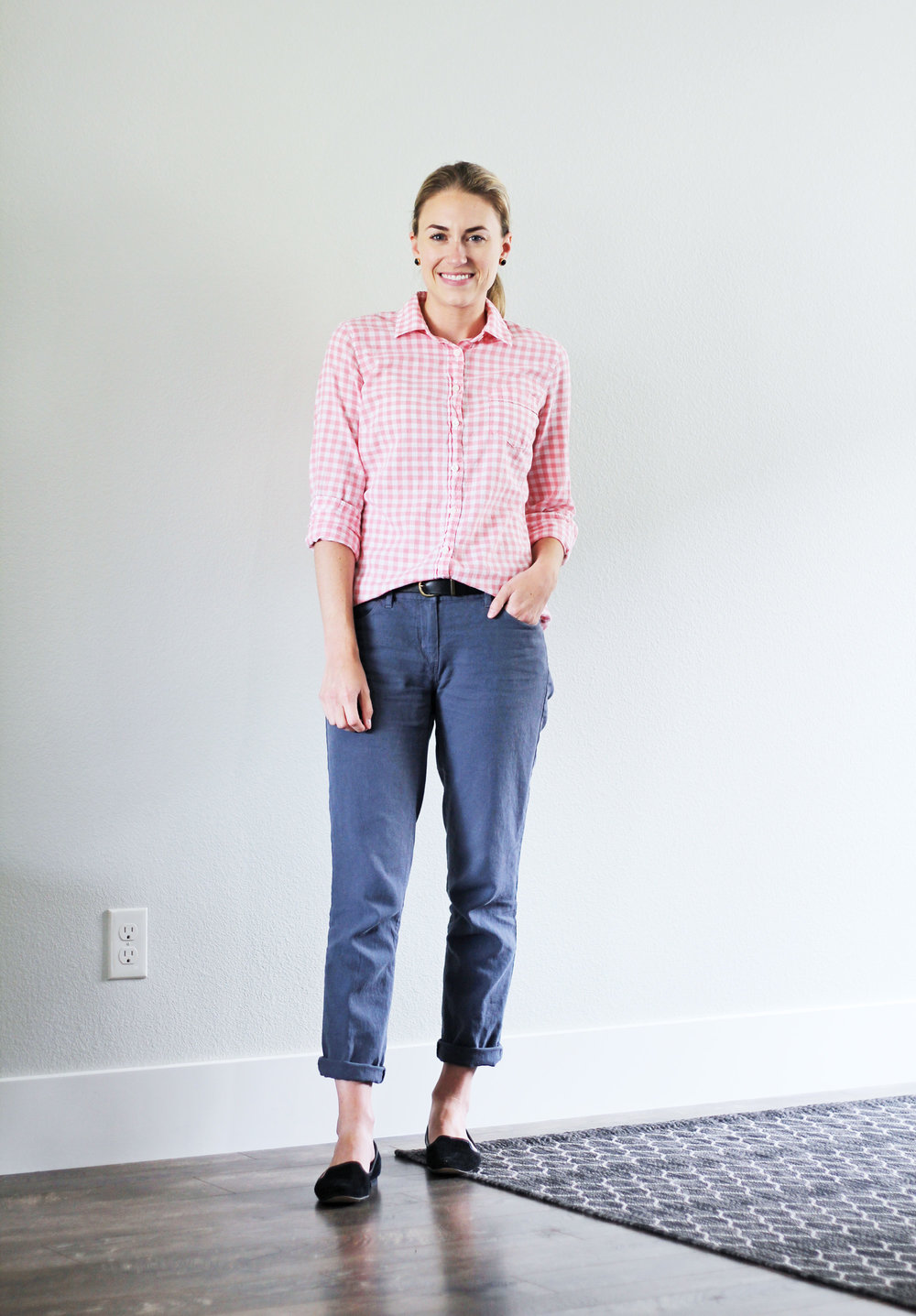 Summer work outfit with pink gingham shirt and linen pants — Cotton Cashmere Cat Hair