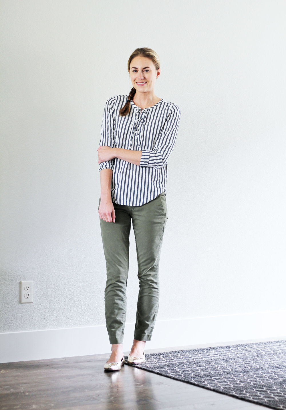 Summer work outfit with army green chino pants — Cotton Cashmere Cat Hair