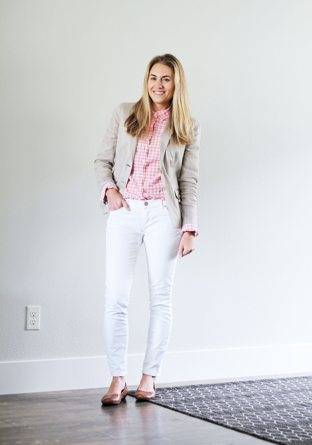 Pink gingham shirt outfit with linen blazer and white denim — Cotton Cashmere Cat Hair