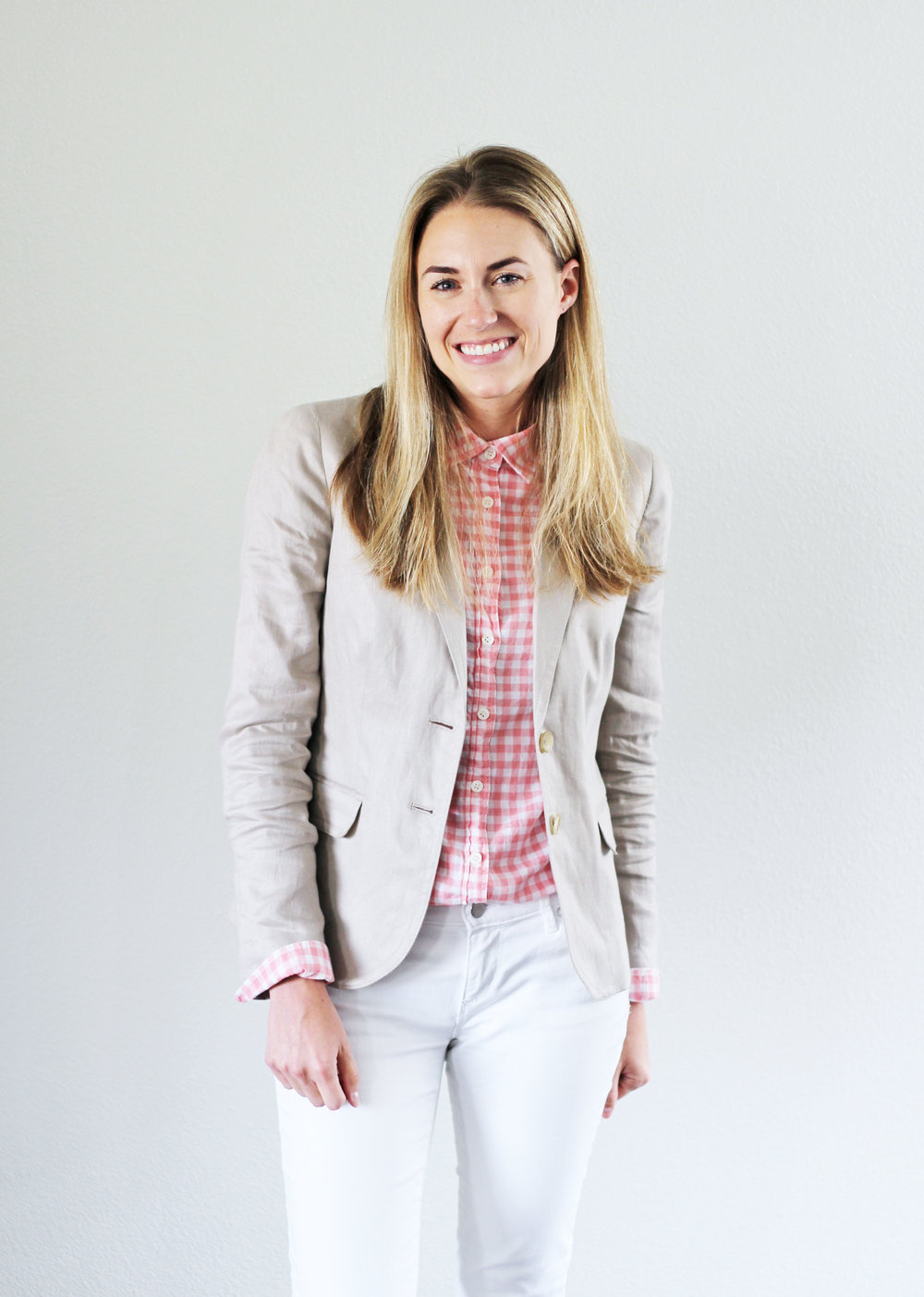 Linen blazer work outfit with pink gingham shirt — Cotton Cashmere Cat Hair