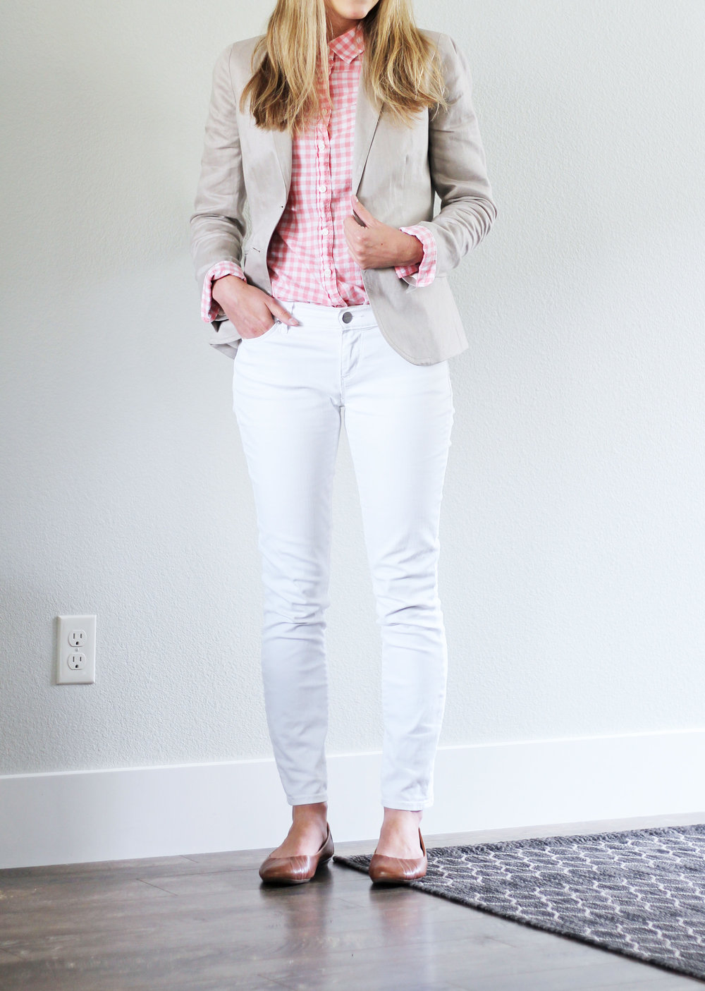 White skinny jeans summer work outfit with linen blazer — Cotton Cashmere Cat Hair