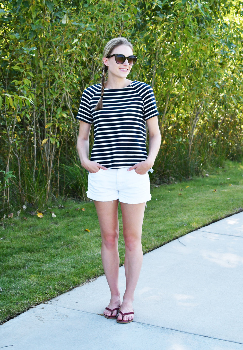 Navy stripes weekend outfit with white shorts — Cotton Cashmere Cat Hair