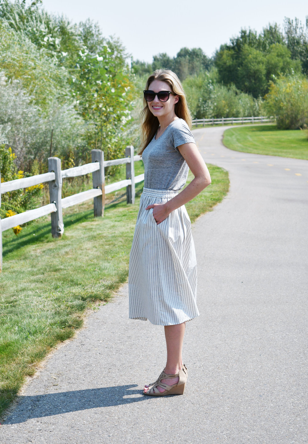 Summer work midi skirt outfit with wedge sandals — Cotton Cashmere Cat Hair