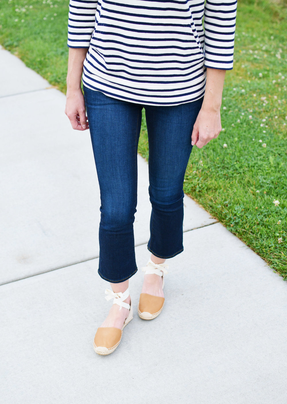 Cropped flare jeans outfit with tan espadrilles — Cotton Cashmere Cat Hair