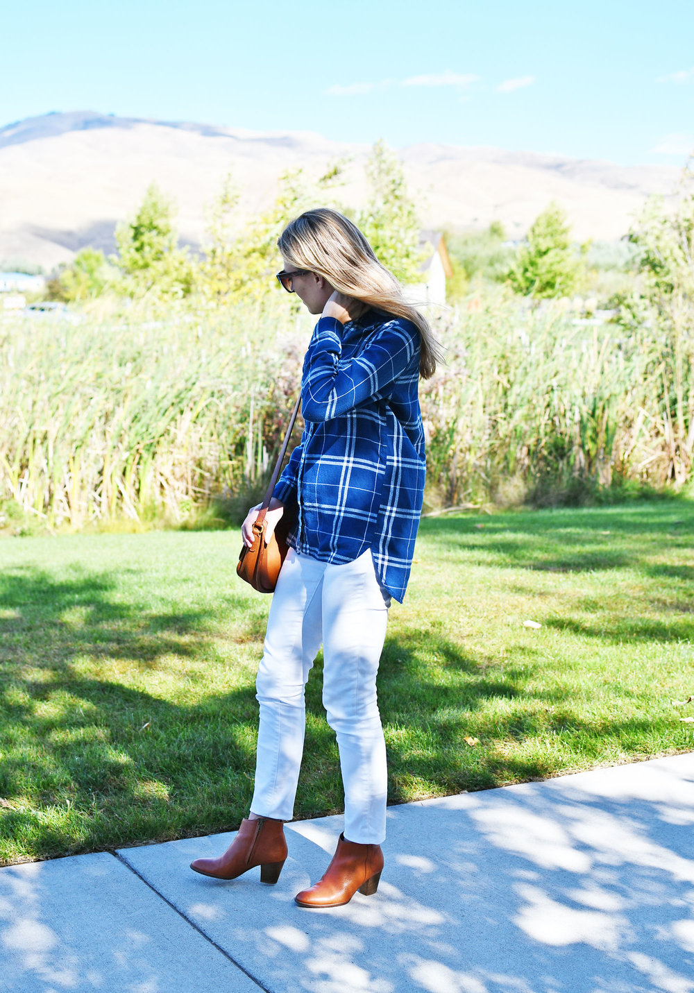 White skinny jeans outfit with blue flannel shirt — Cotton Cashmere Cat Hair