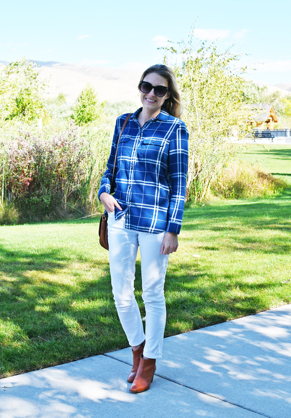 White skinny jeans fall outfit with blue flannel shirt — Cotton Cashmere Cat Hair