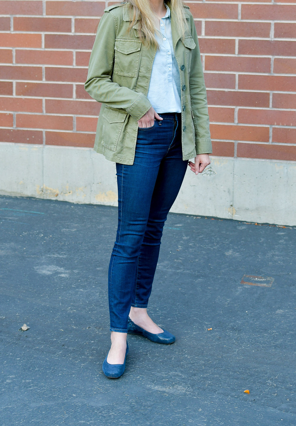 Earthies 'Tolo' flats outfit with utility jacket and high-rise jeans — Cotton Cashmere Cat Hair