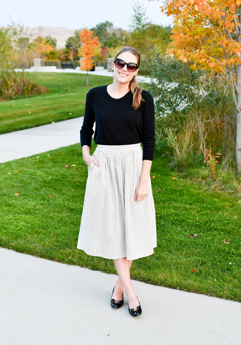 Fall midi skirt outfit with black sweater and pumps — Cotton Cashmere Cat Hair
