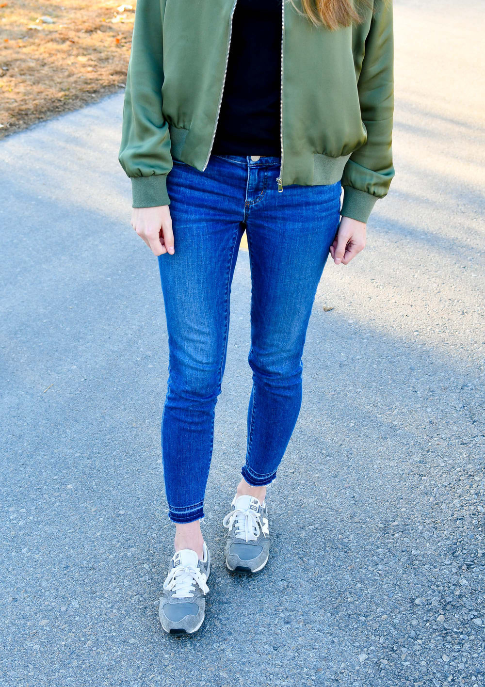 Sporty fall outfit with grey sneakers — Cotton Cashmere Cat Hair