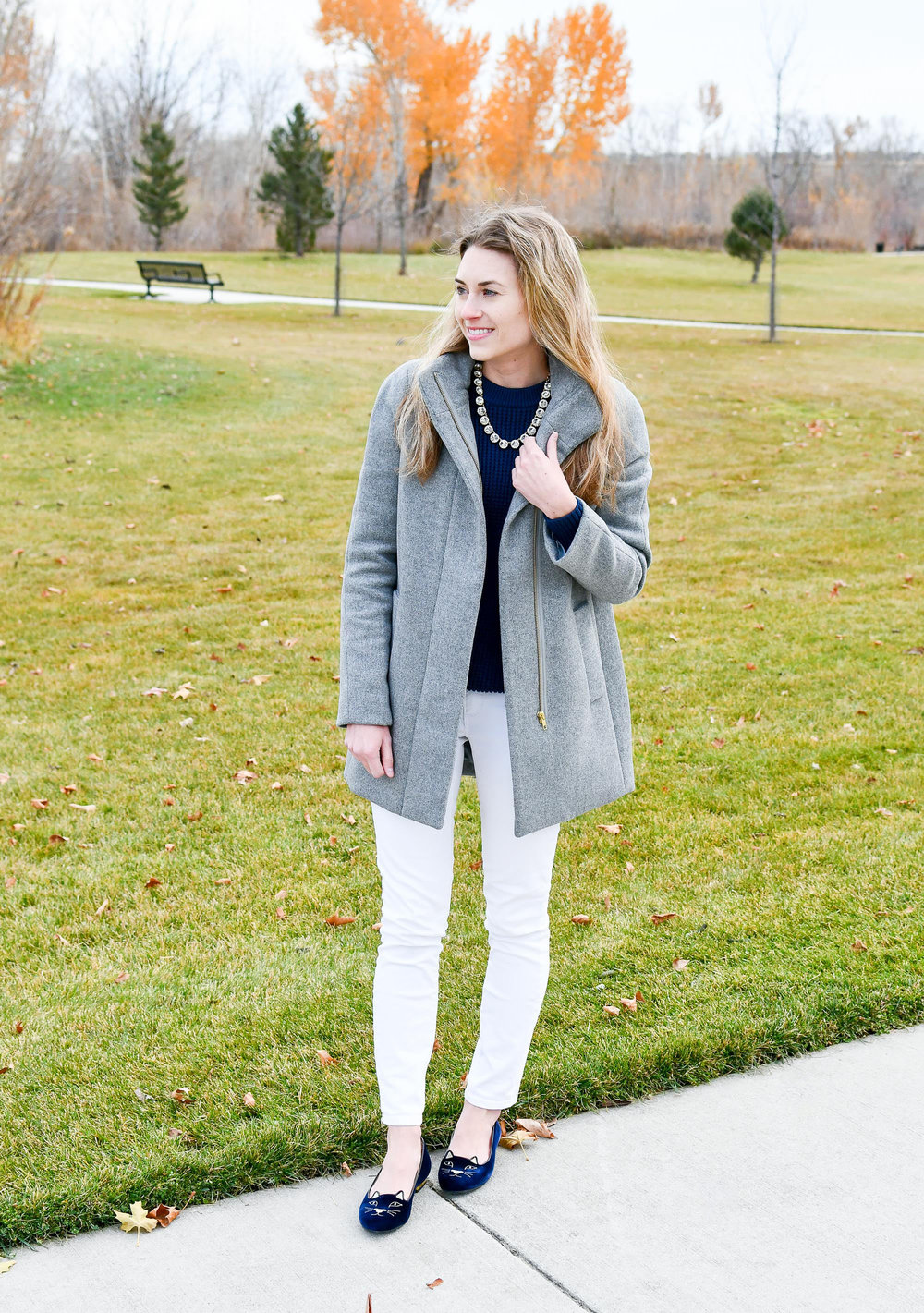Fall outfit with white skinny jeans — Cotton Cashmere Cat Hair