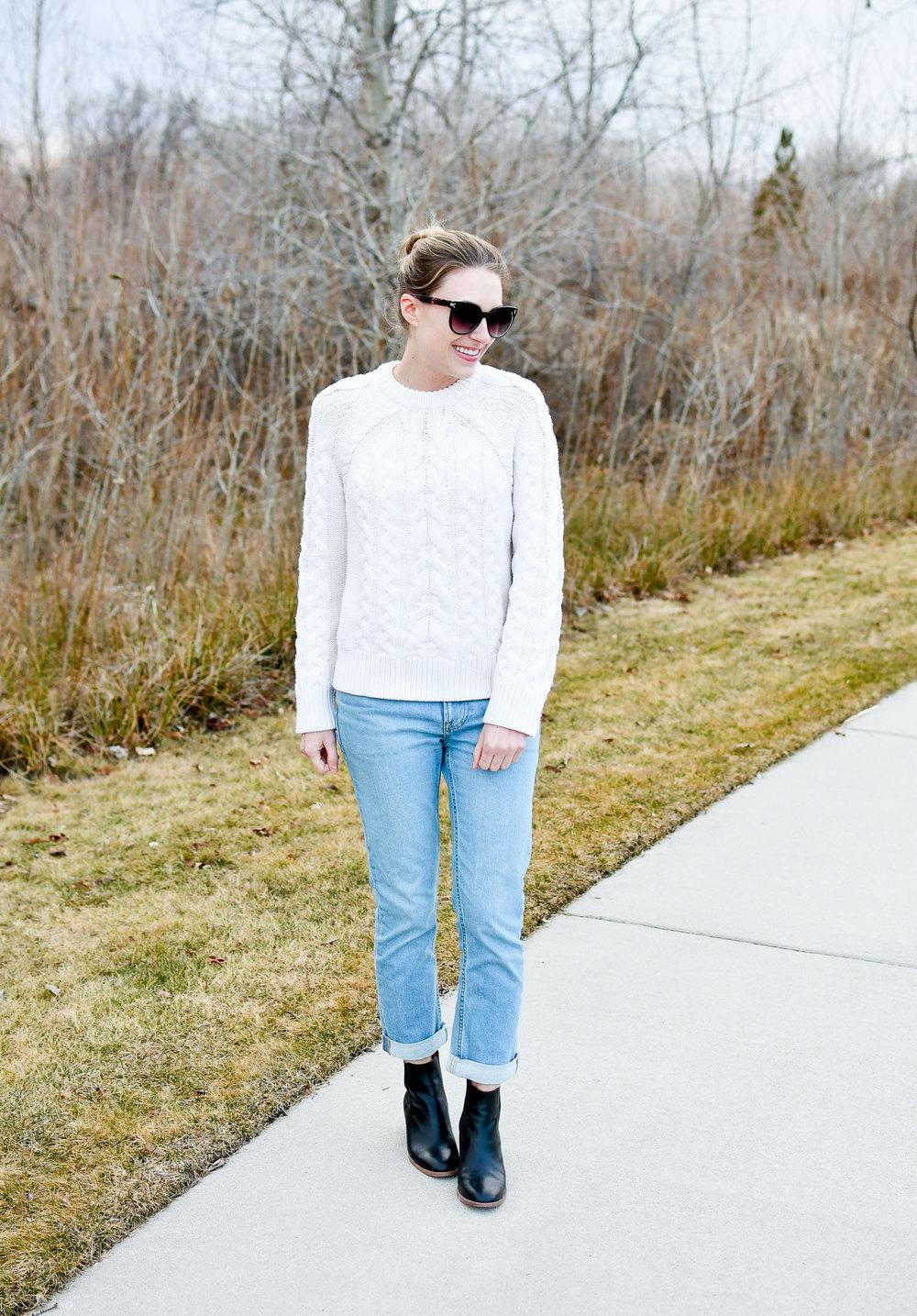 Everlane light wash modern boyfriend jeans — Cotton Cashmere Cat Hair
