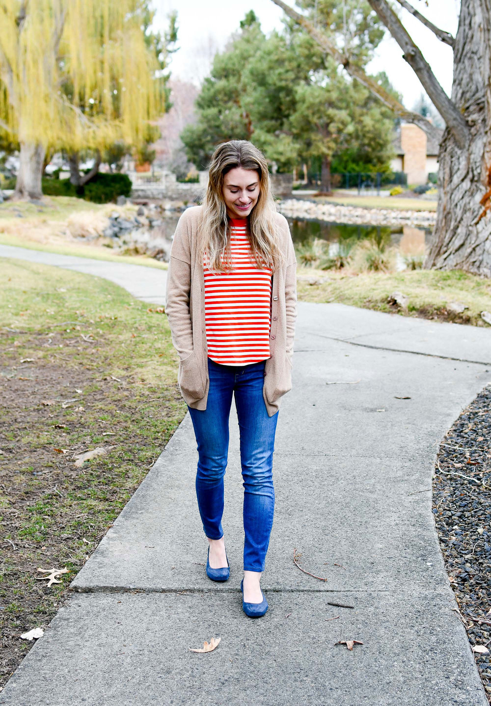 Camel cardigan outfit with red stripes and skinny jeans — Cotton Cashmere Cat Hair