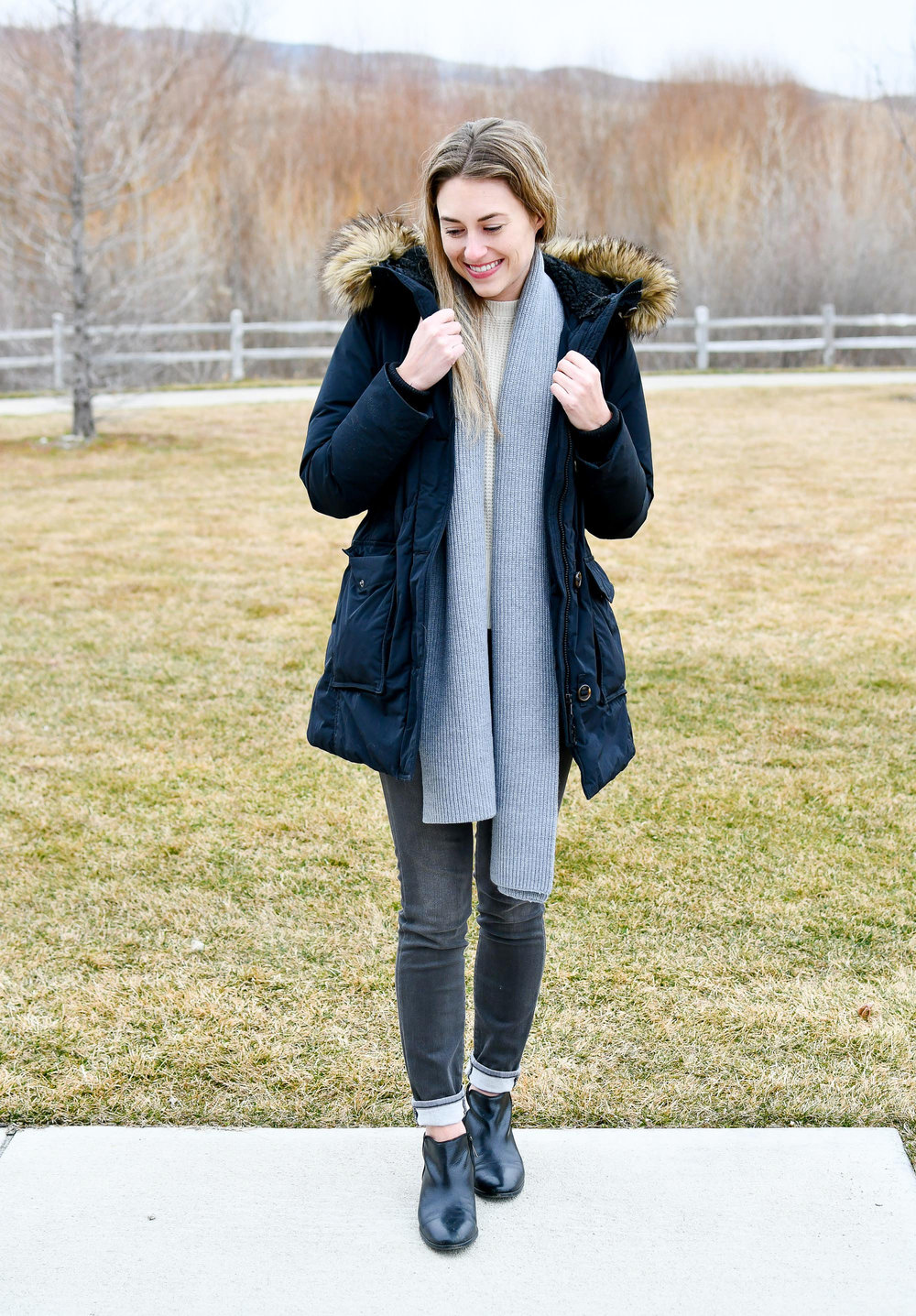 Winter outfit with grey knit scarf and black parka — Cotton Cashmere Cat Hair