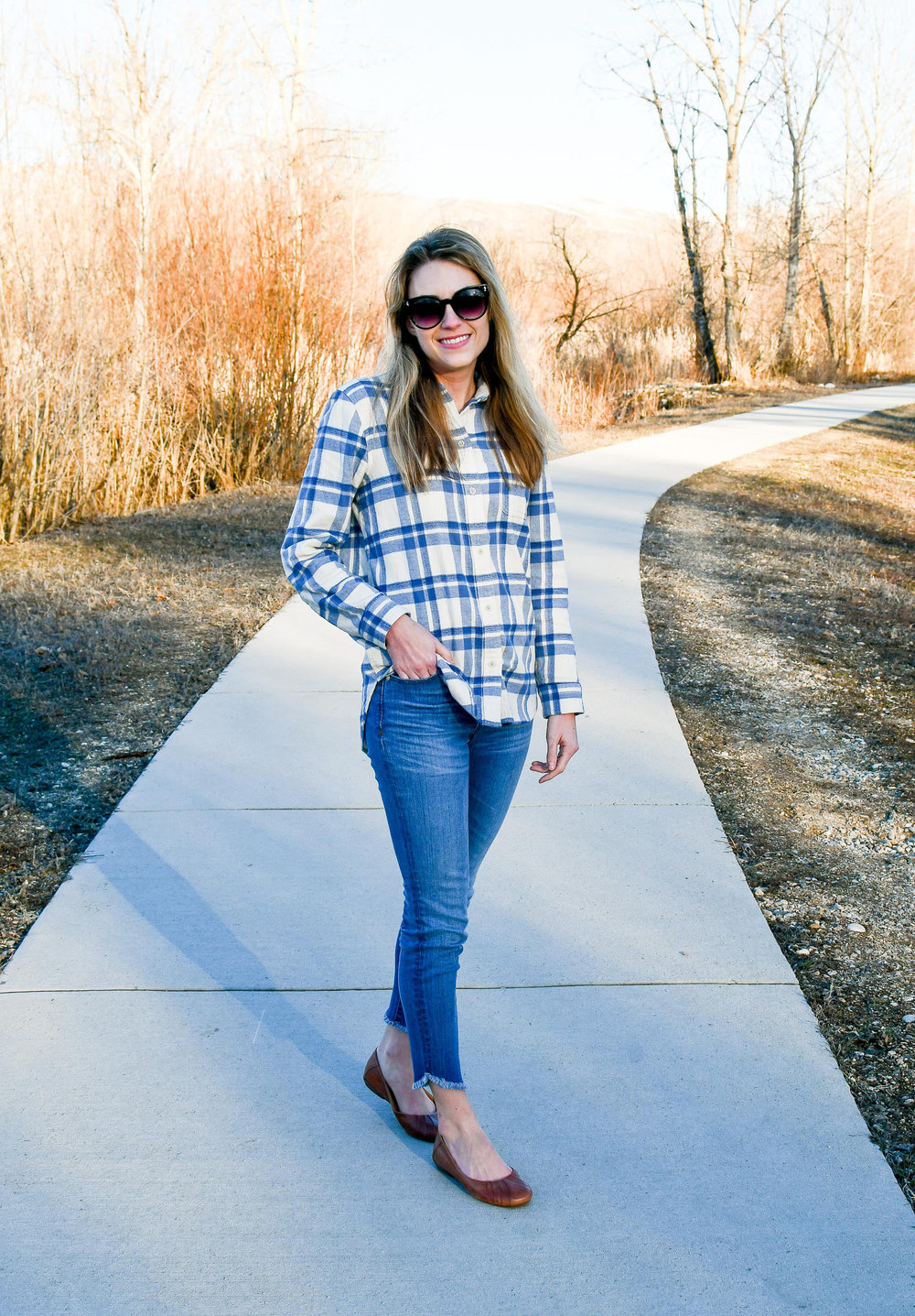 Late winter outfit with flannel shirt and skinny jeans — Cotton Cashmere Cat Hair