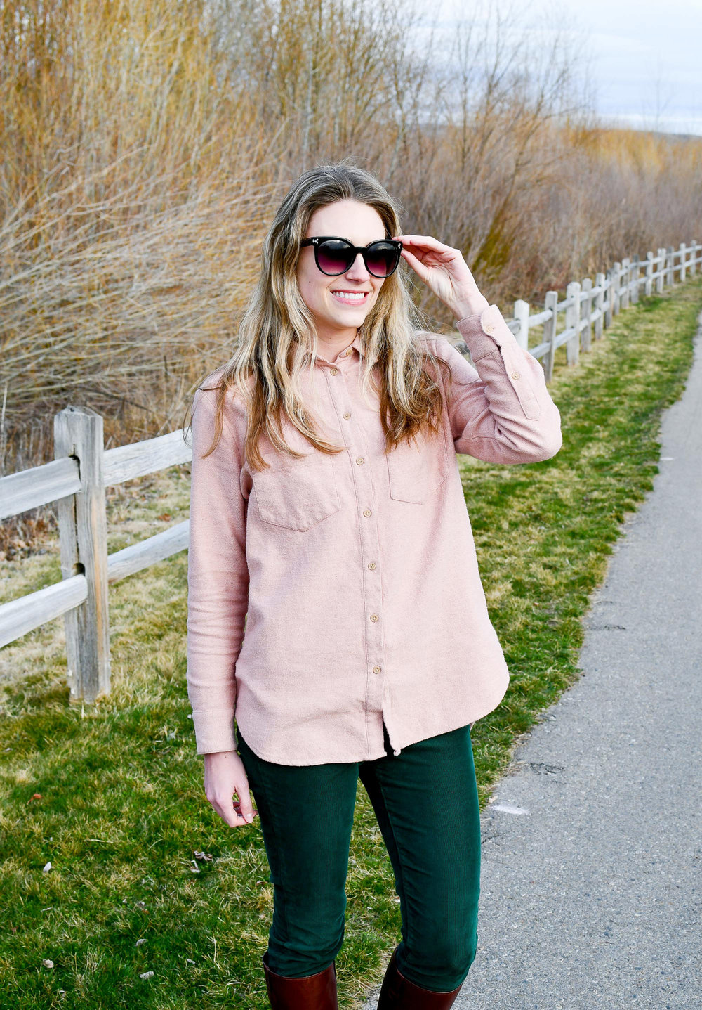 Madewell pink Sunday flannel shirt outfit — Cotton Cashmere Cat Hair