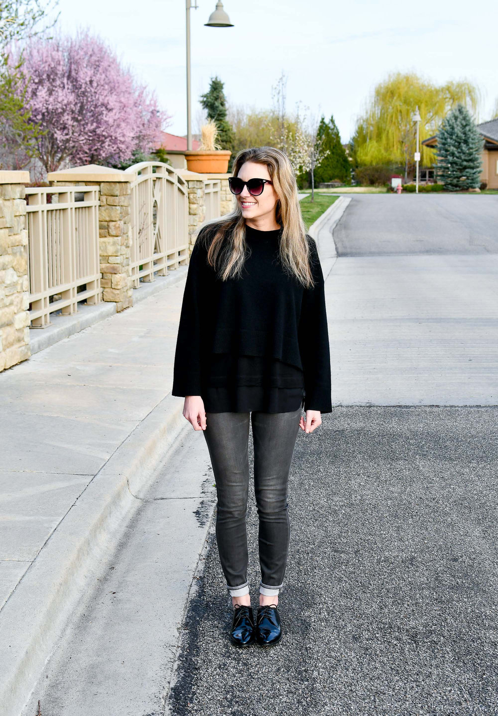 Spring outfit with grey skinny jeans — Cotton Cashmere Cat Hair