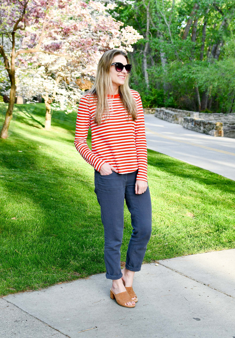 Spring work outfit with red stripes — Cotton Cashmere Cat Hair