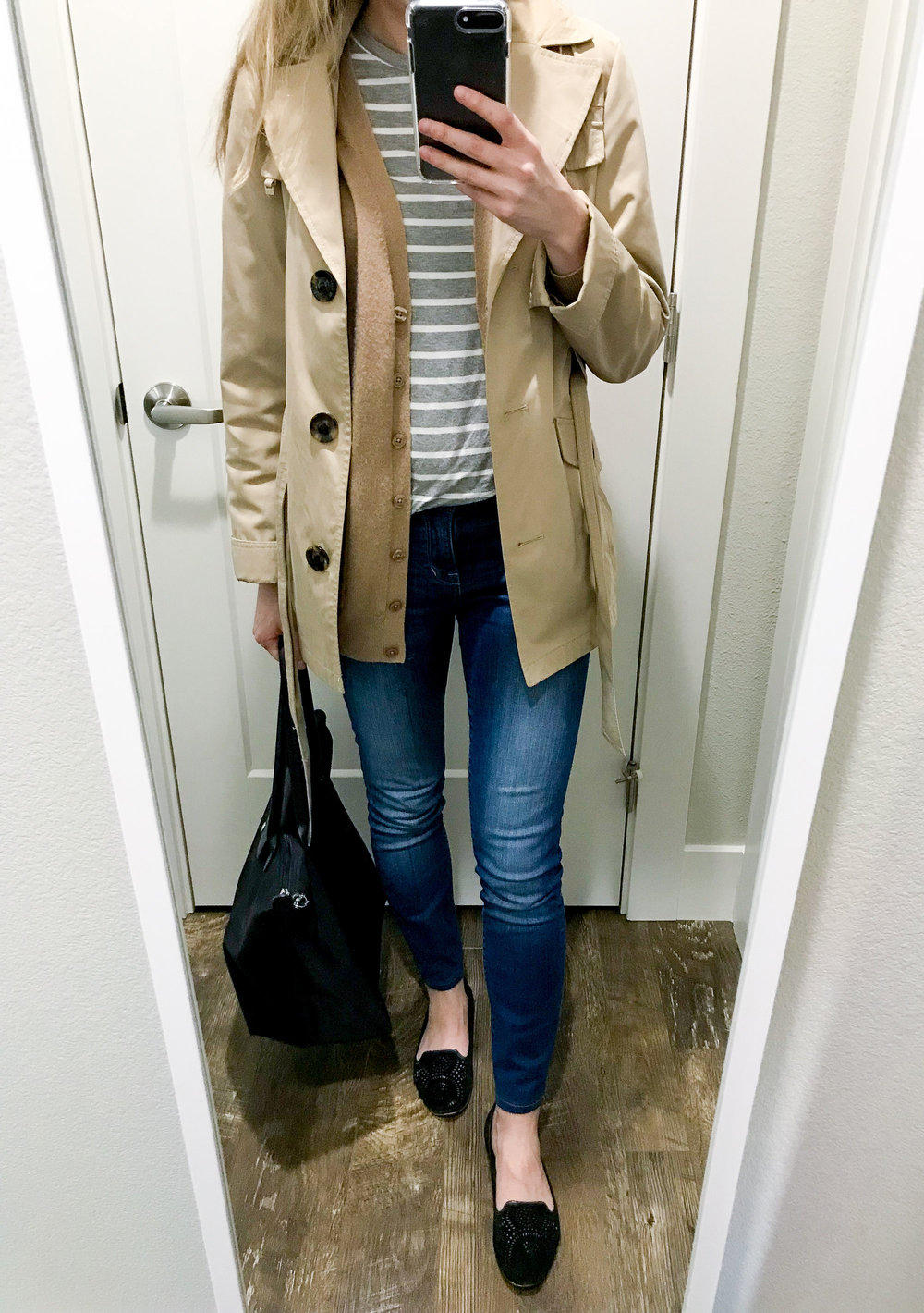 Travel outfit with trench coat and Longchamp tote — Cotton Cashmere Cat Hair