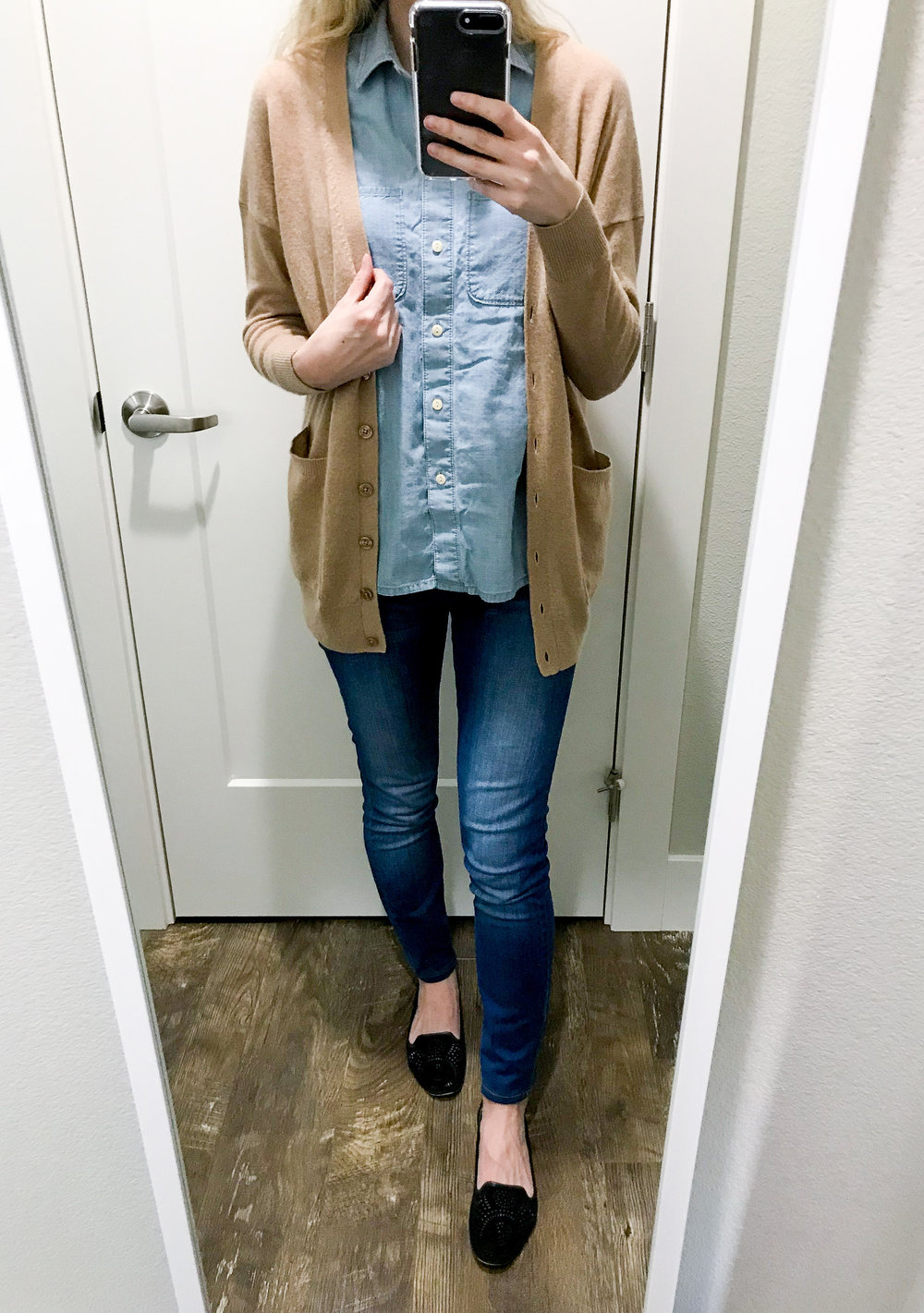Casual outfit with cardigan and double denim — Cotton Cashmere Cat Hair