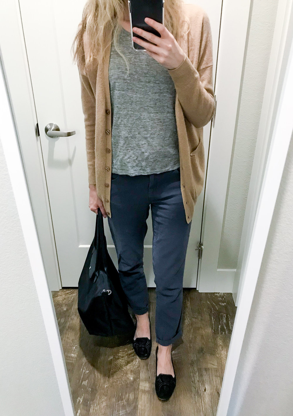 Work outfit with cotton-linen pants and linen tee — Cotton Cashmere Cat Hair