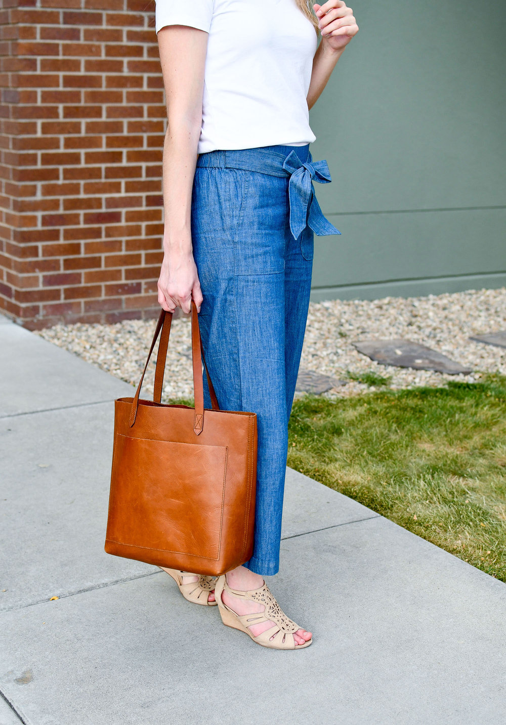 Madewell medium Transport tote outfit with chambray pants — Cotton Cashmere Cat Hair