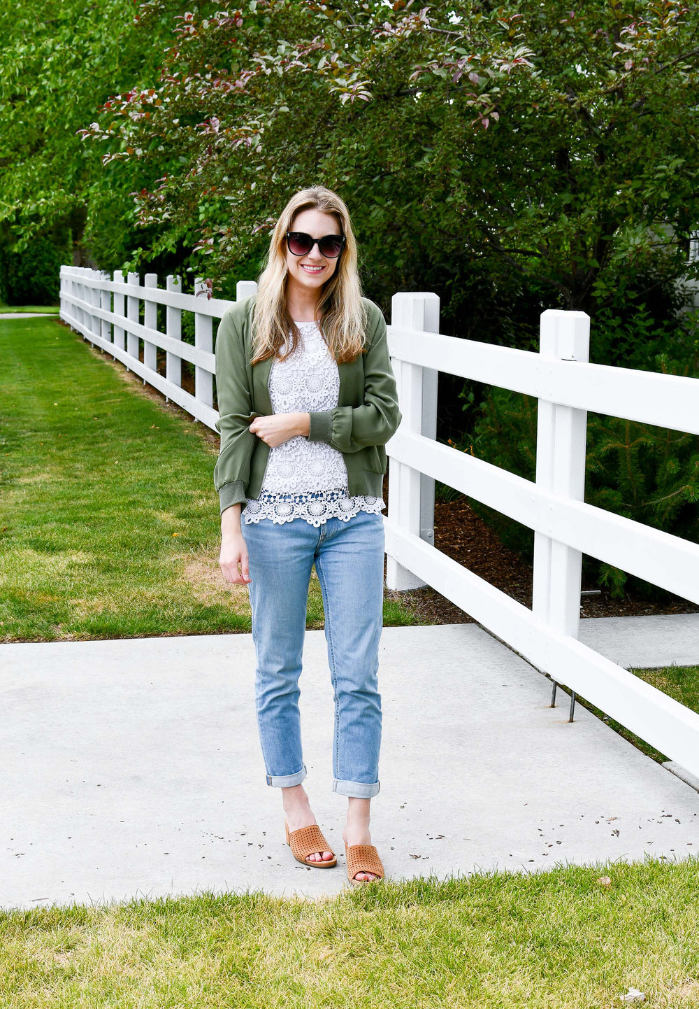 Summer outfit with Everlane modern boyfriend jeans — Cotton Cashmere Cat Hair