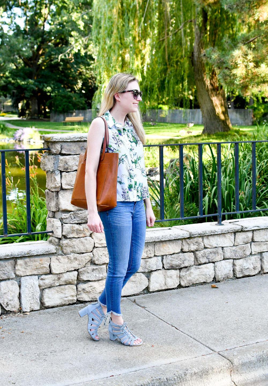 Tropical print shirt, skinny jeans, blue sandals — Cotton Cashmere Cat Hair