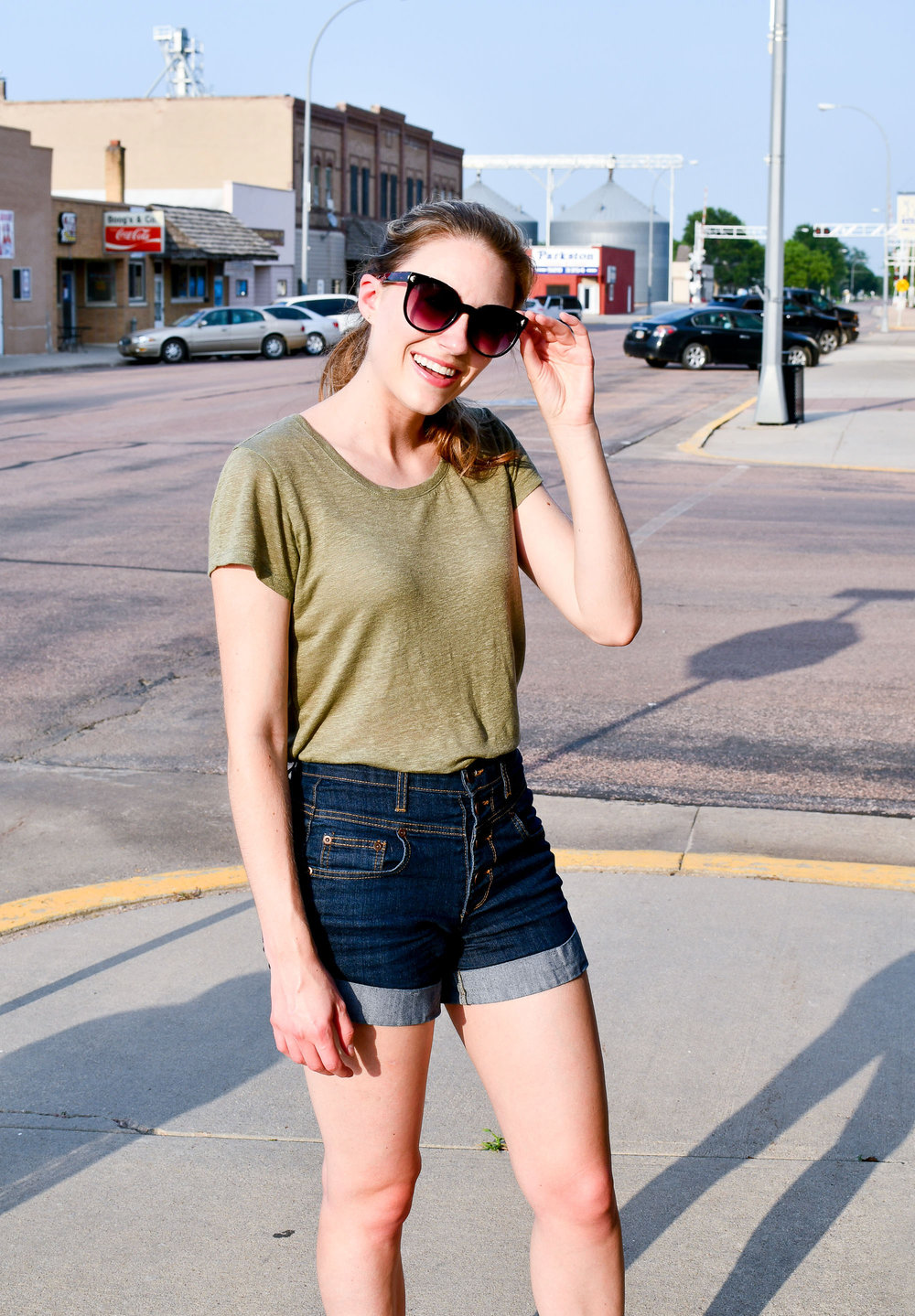 Green linen tee outfit with high rise shorts — Cotton Cashmere Cat Hair