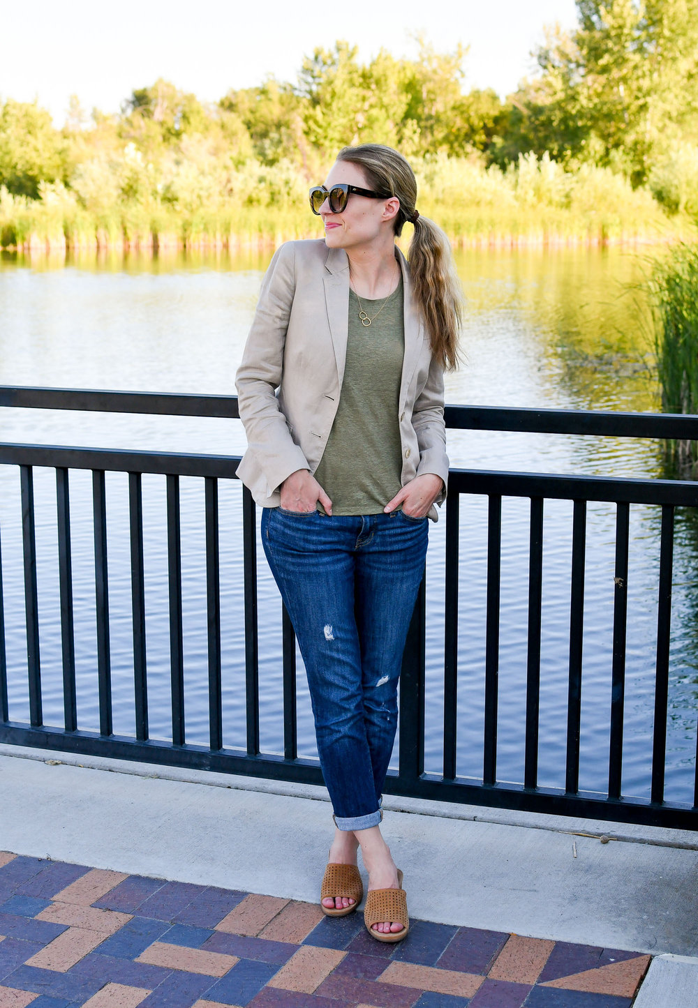 Work outfit with linen blazer and boyfriend jeans — Cotton Cashmere Cat Hair