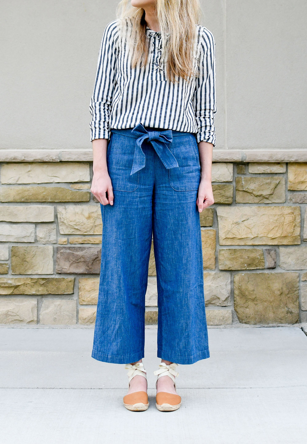 Summer work outfit with chambray wide-leg pants and espadrilles — Cotton Cashmere Cat Hair
