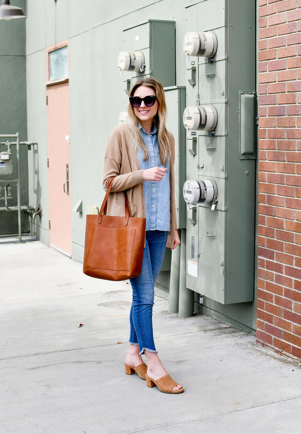 Summer work outfit with Madewell tulip hem jeans and Transport tote — Cotton Cashmere Cat Hair