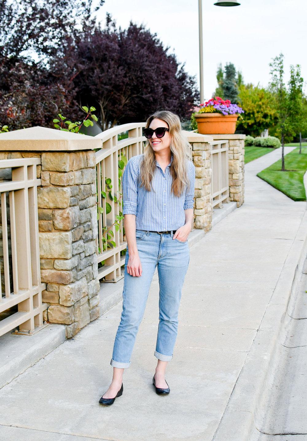 Everlane modern boyfriend jeans summer outfit — Cotton Cashmere Cat Hair