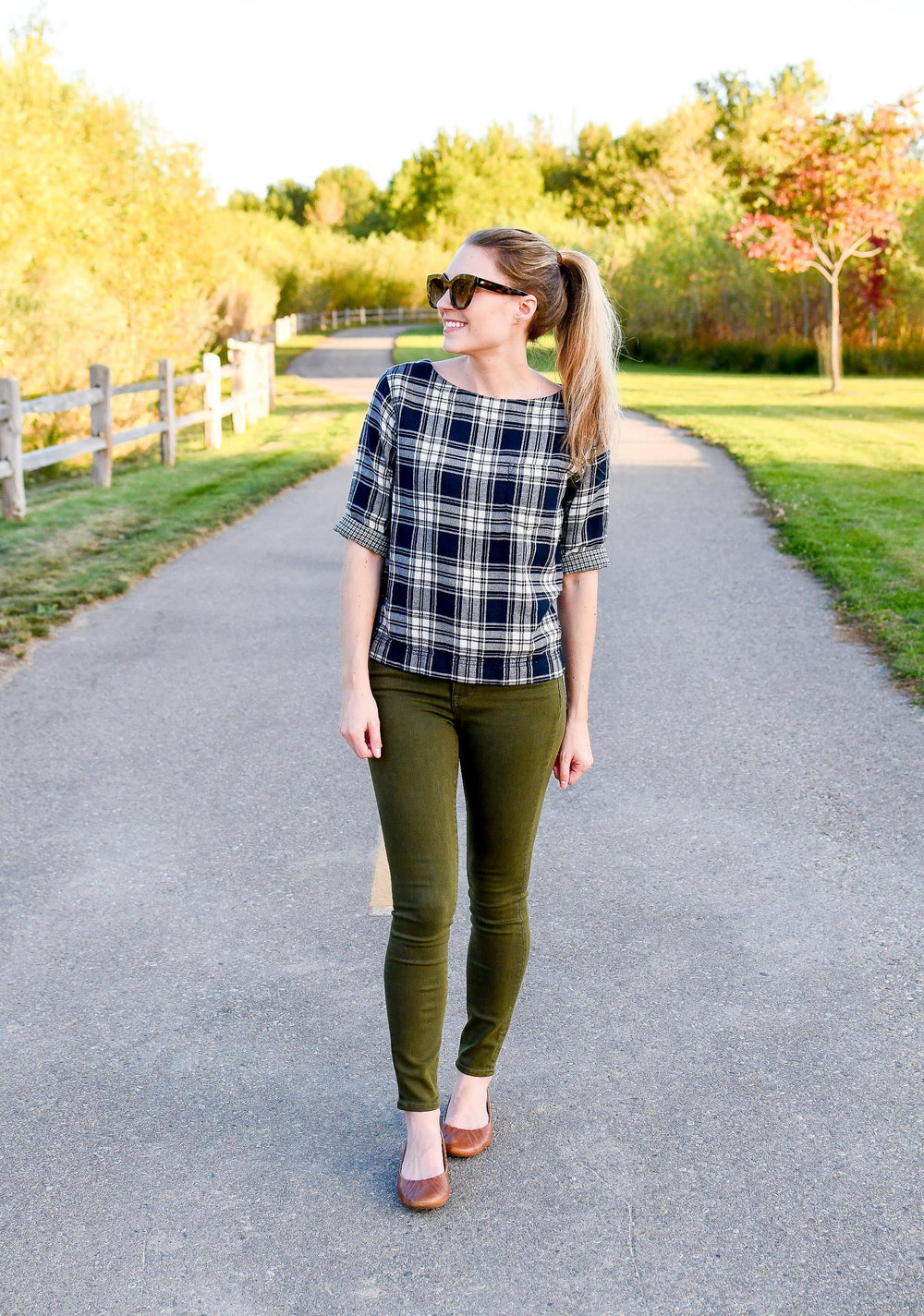 Olive green skinny jeans fall outfit — Cotton Cashmere Cat Hair