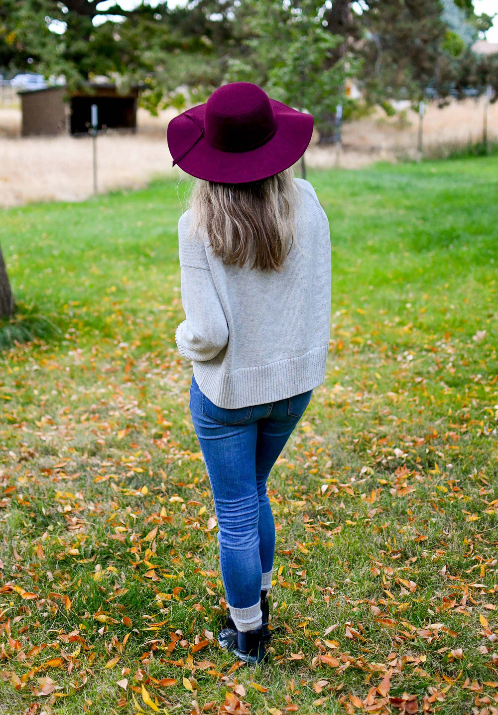 Fall outfit with burgundy felt hat and grey sweater — Cotton Cashmere Cat Hair
