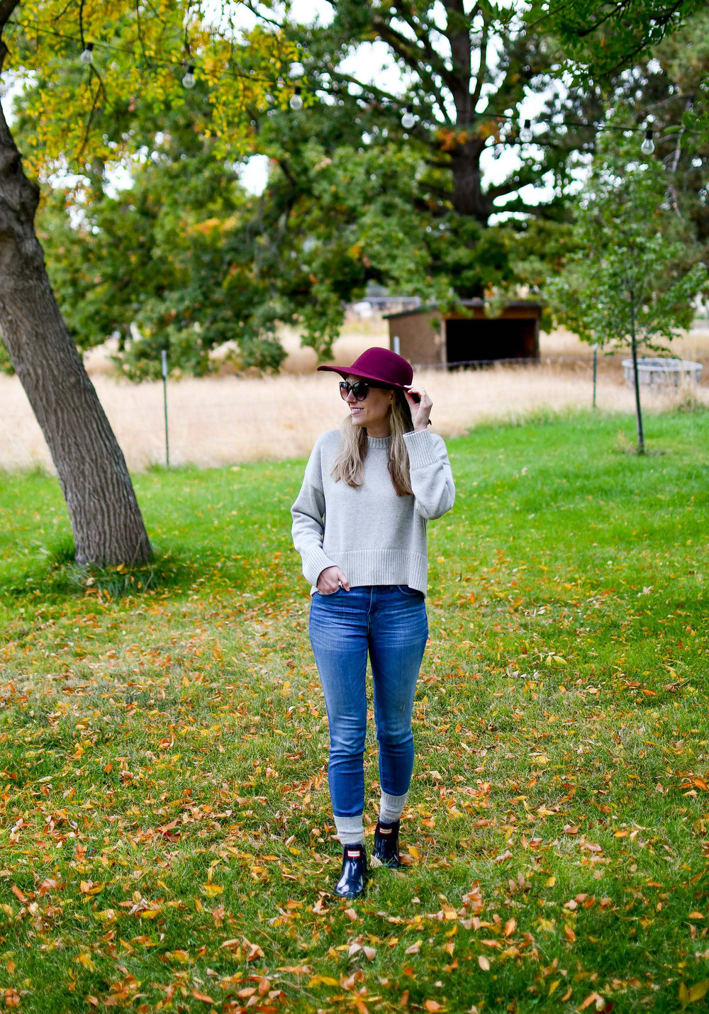 Fall outfit for rainy day with burgundy hat and navy Hunter boots — Cotton Cashmere Cat Hair