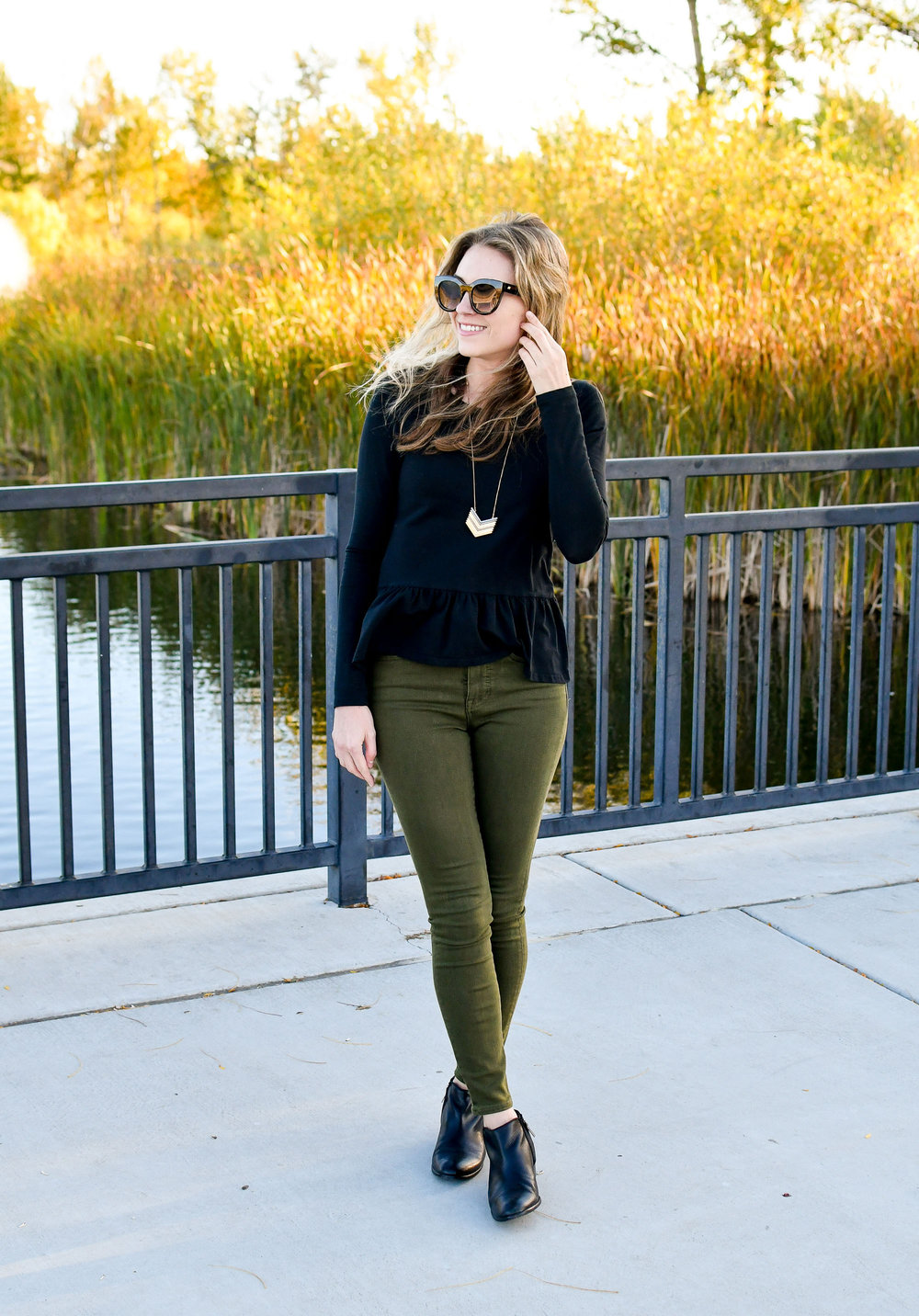 Olive green skinny jeans fall concert outfit — Cotton Cashmere Cat Hair