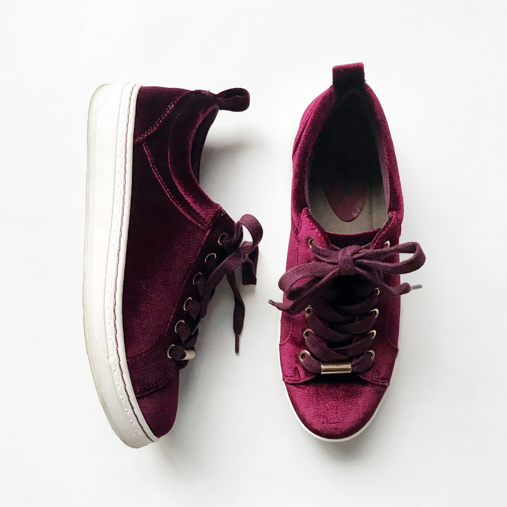Earth Zag sneakers in burgundy velvet — Cotton Cashmere Cat Hair