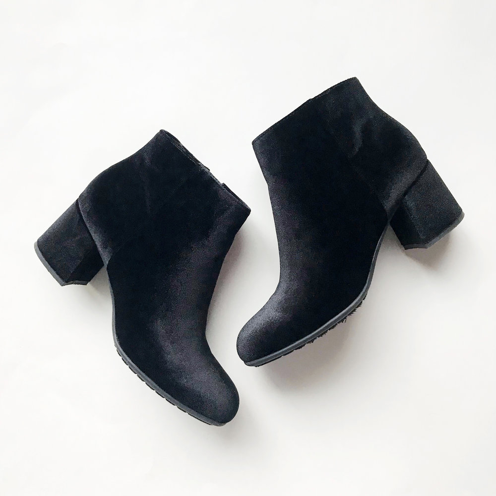 Earthies Apollo boots in black velvet — Cotton Cashmere Cat Hair