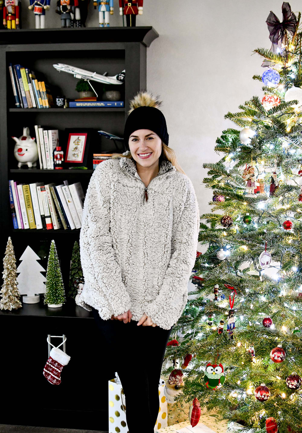 Casual holiday outfit with nubby pullover — Cotton Cashmere Cat Hair