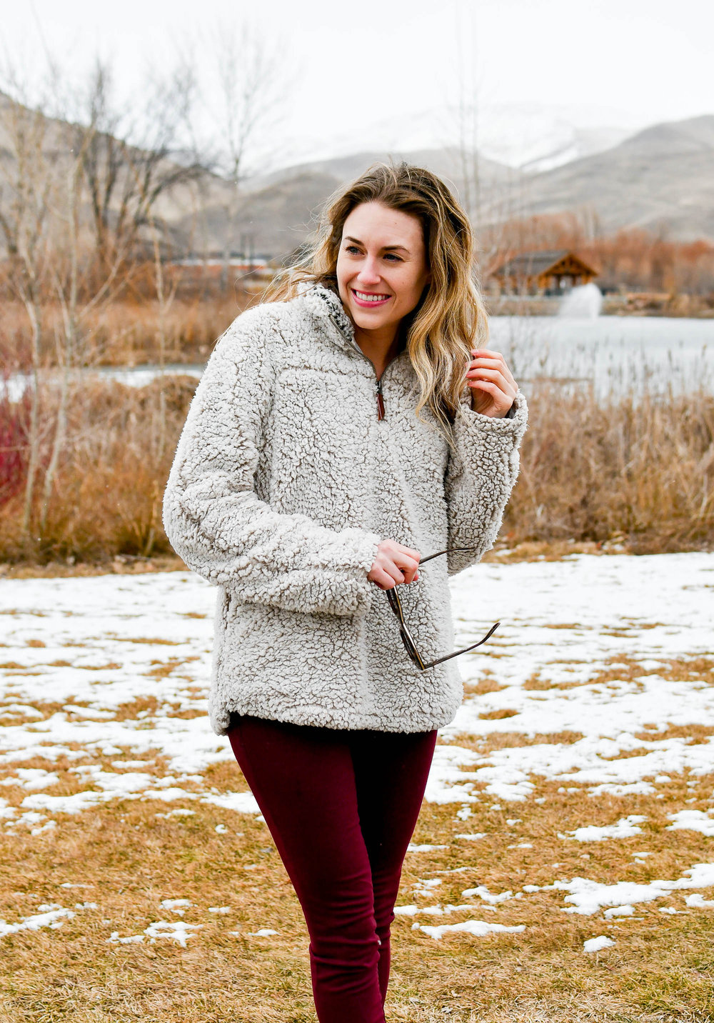 Casual winter outfit with nubby pullover and burgundy pants — Cotton Cashmere Cat Hair