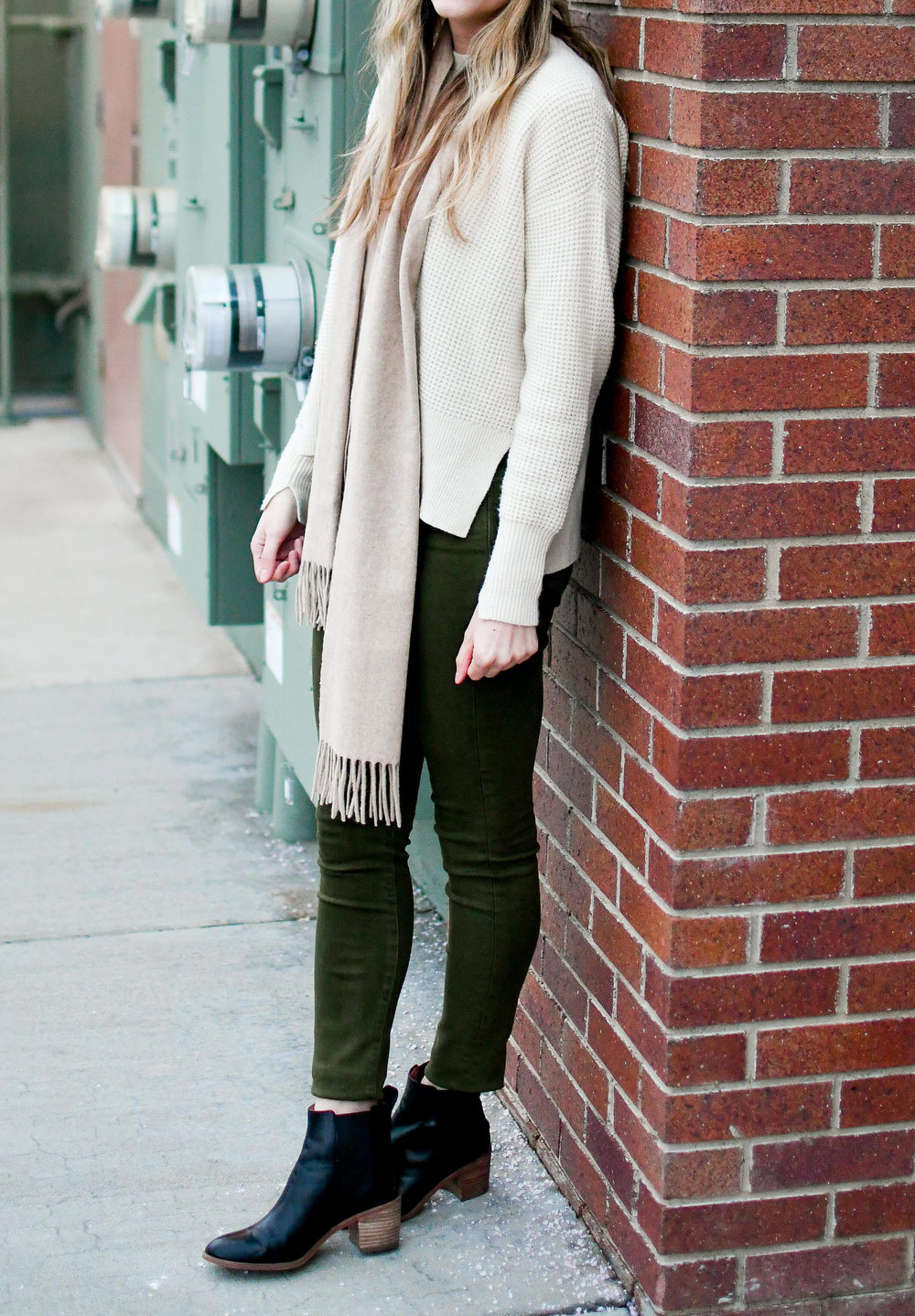 Casual winter outfit with cashmere sweater, olive jeans, black ankle boots — Cotton Cashmere Cat Hair