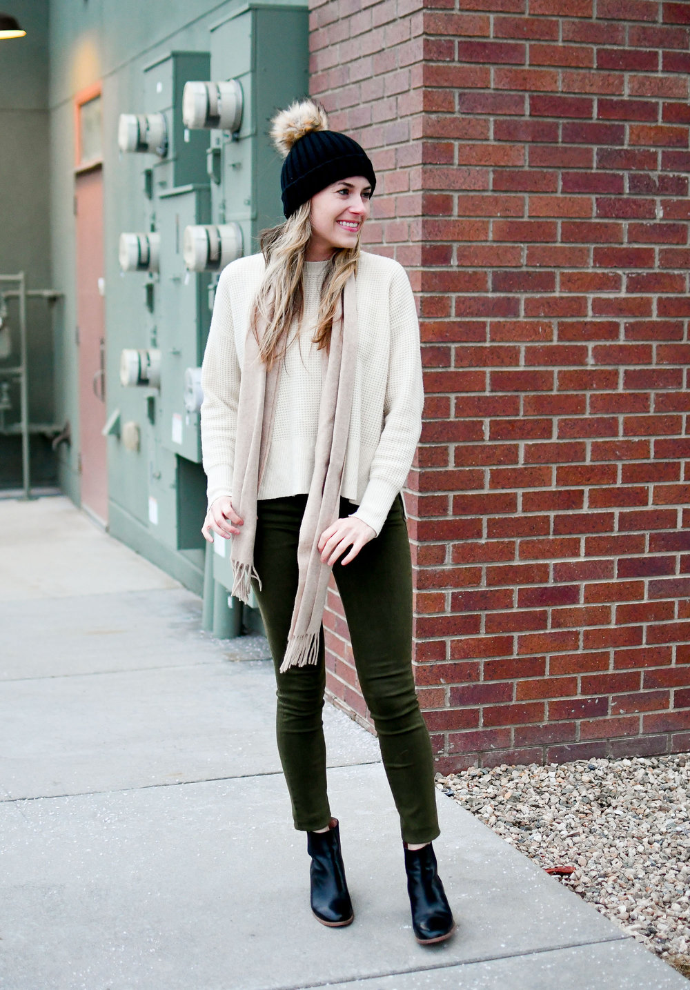 Casual winter outfit with waffle knit cashmere, olive green jeans, black ankle boots — Cotton Cashmere Cat Hair