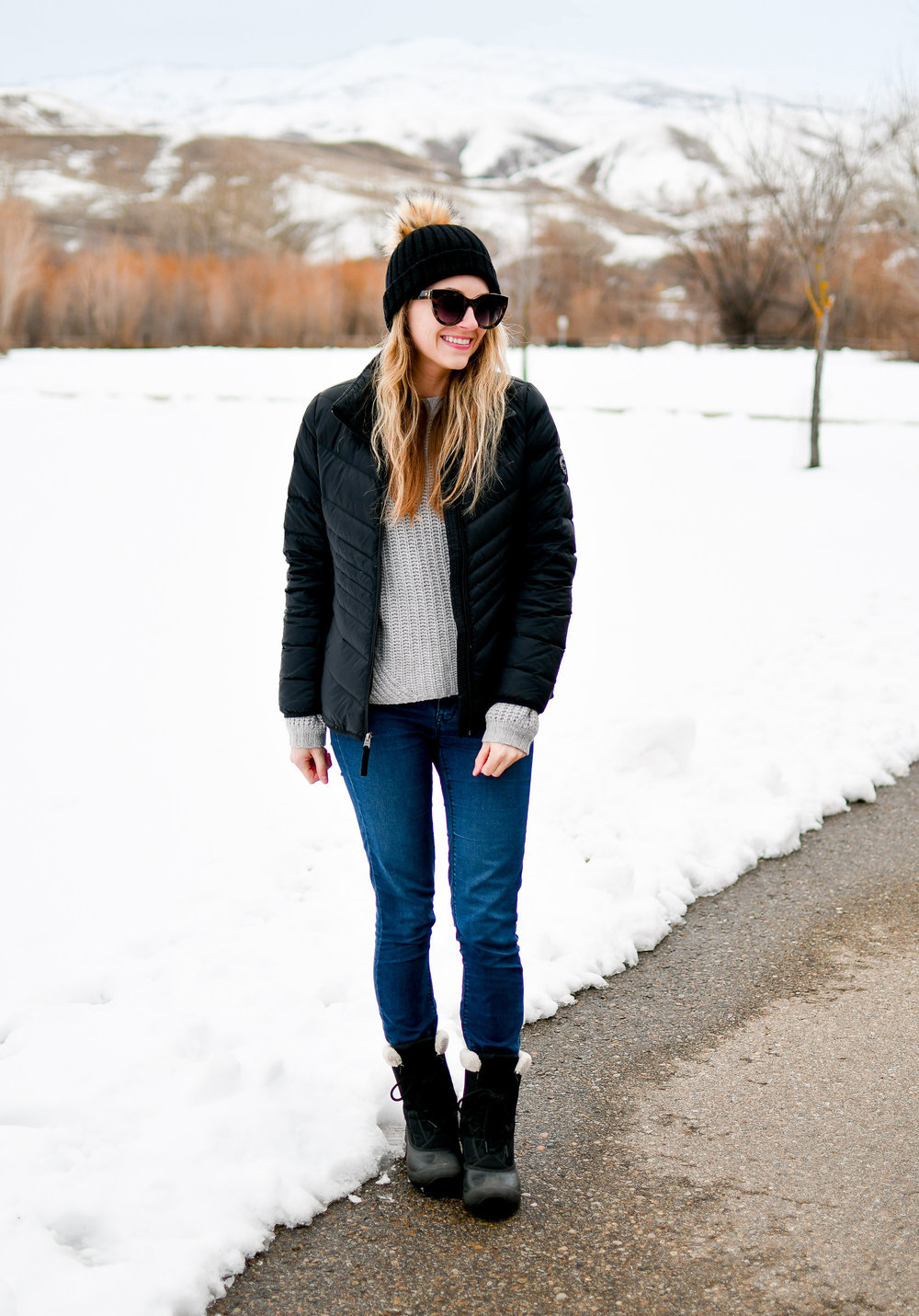 Casual and cozy winter outfit with puffer coat and Sorel Cumberland boots — Cotton Cashmere Cat Hair